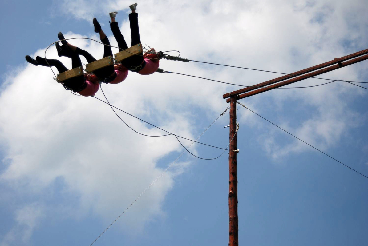 Giant swing - Sport Tourism  Far. Fast. Deep. High.