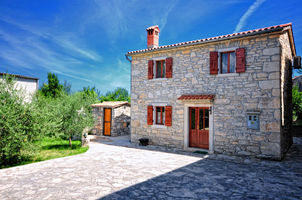 Explore Istria while staying in Sailor's house